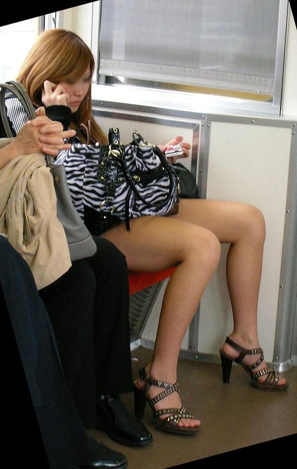 色んなシチュエーションで無防備な下半身を晒す素人女の太ももをちゃっかり撮っちゃいましたwwwwww 13151