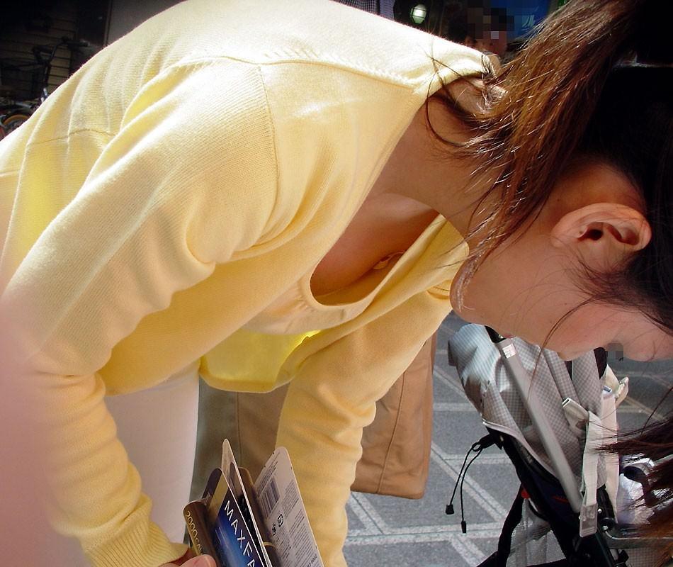子供産んで巨乳になった素人妻wwwww街撮り胸チラおっぱいいっぱいエロ画像 1317