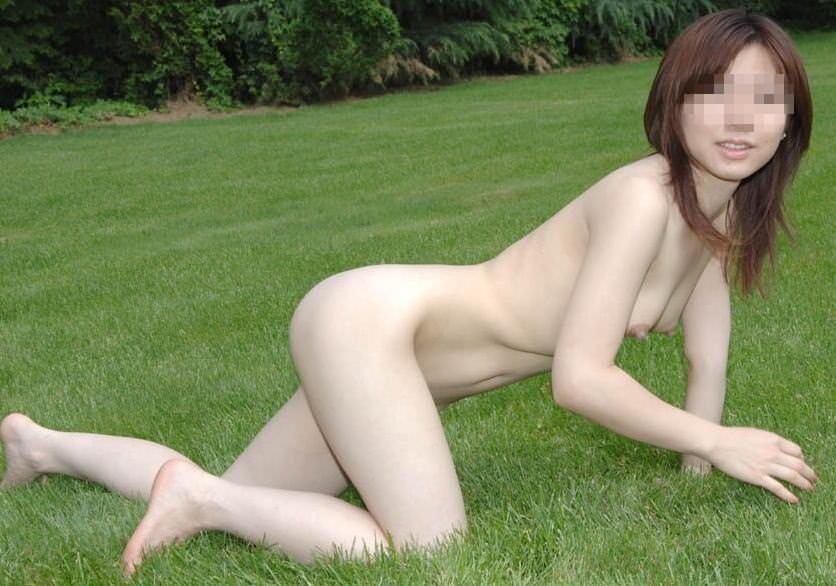 度胸あり過ぎwwww大胆にも公共の場所で全裸になるドスケベ素人女wwwwエロ画像 1357