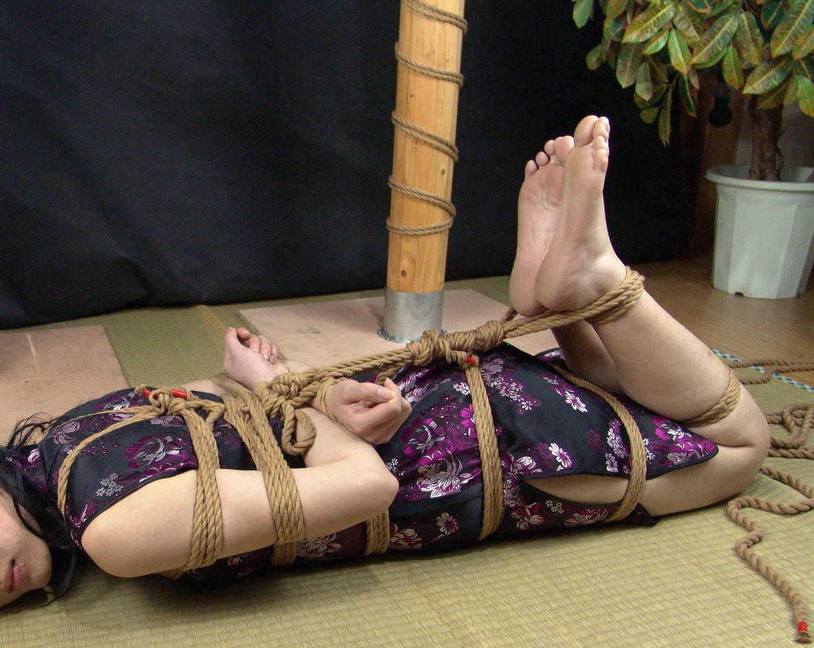 素人の嫁が浮気相手に緊縛されててワロタwwwwwエロ画像 1365