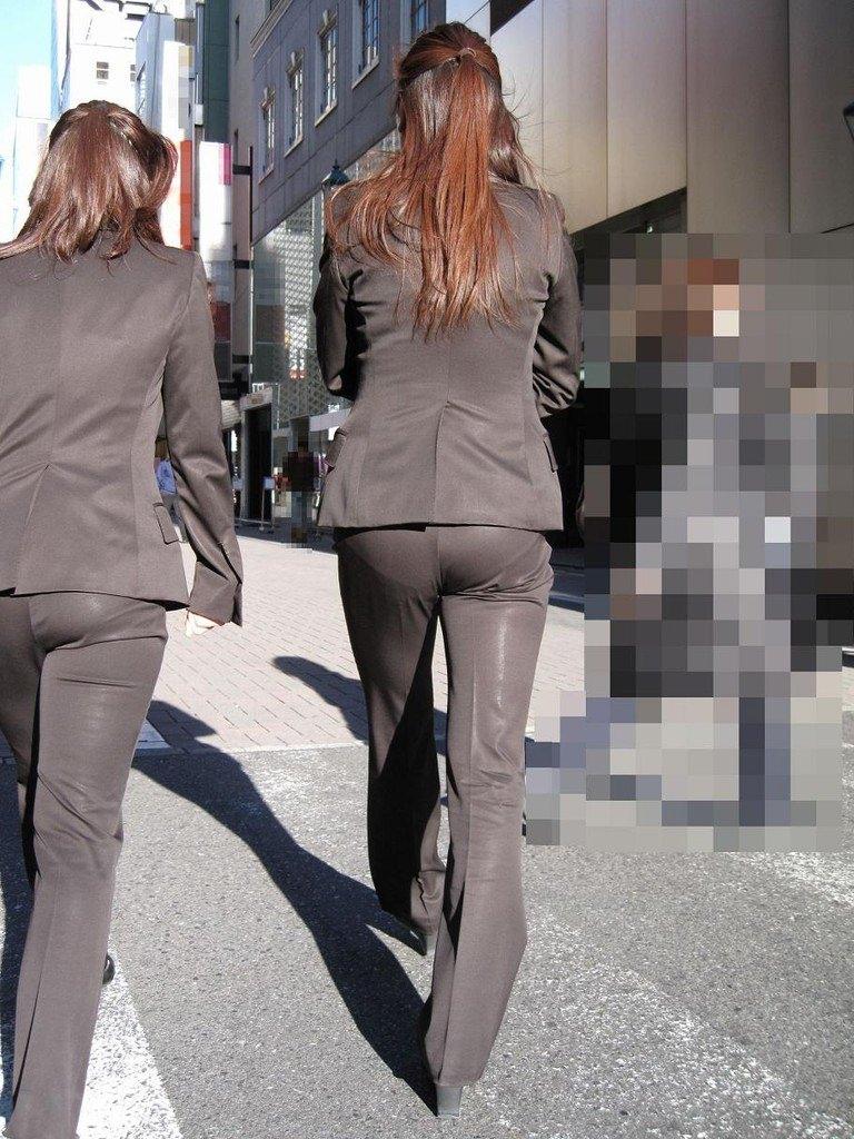 総務で働くOLお姉さん達のパンティーラインを捉えた街撮り素人エロ画像 14