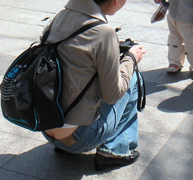 写真撮影に夢中で自分のパンチラに気がつかないwwwww素人エロ画像 1416