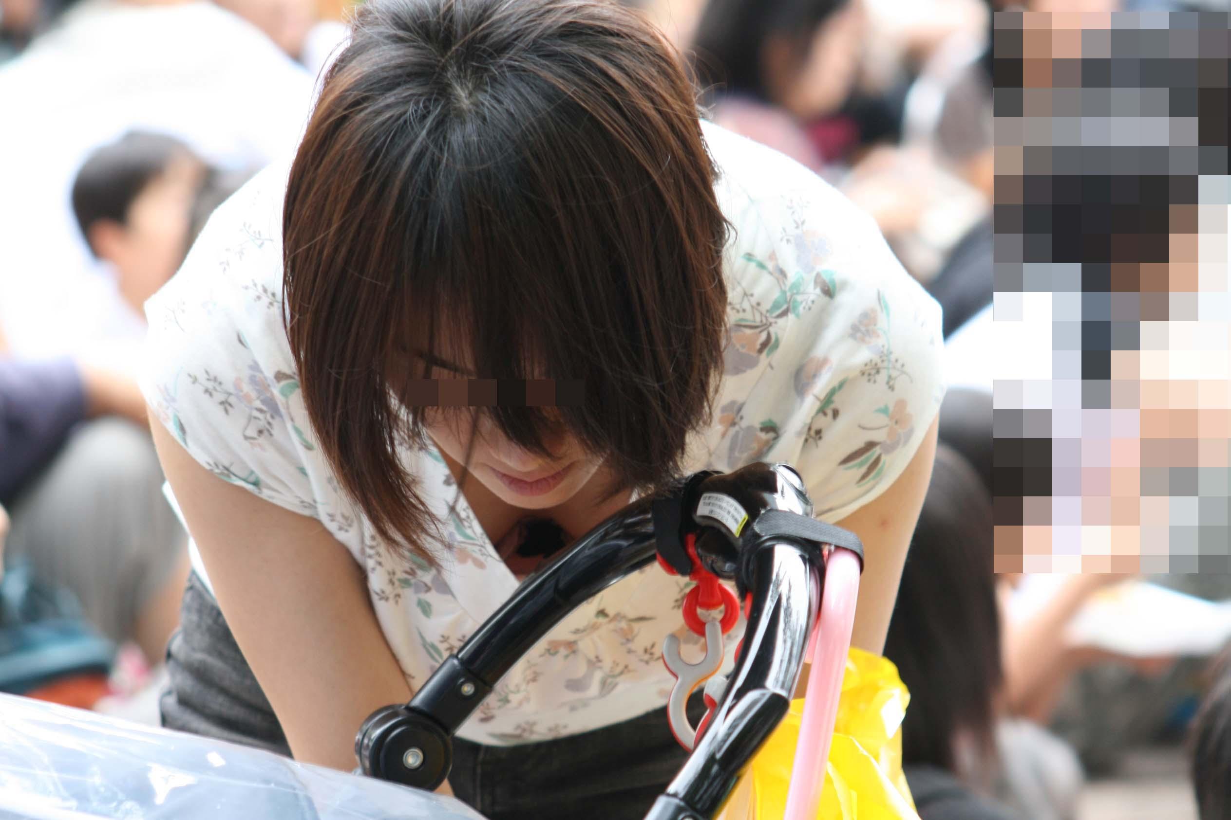 子供産んで巨乳になった素人妻wwwww街撮り胸チラおっぱいいっぱいエロ画像 1417