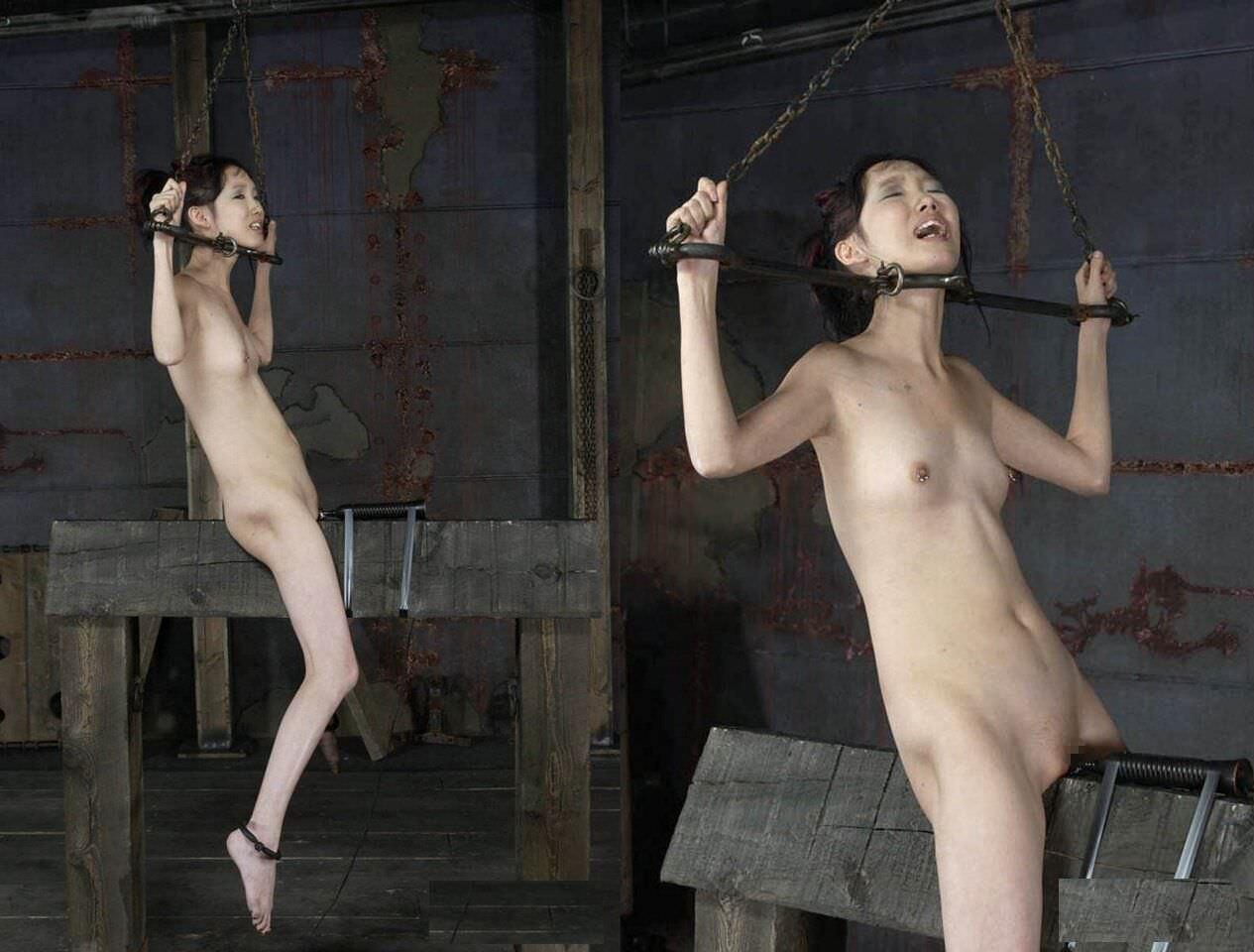 三角木馬で調教されてる美女がガチ絶叫wwwwの拷問SMエロ画像 1477