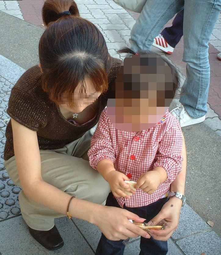 子供産んで巨乳になった素人妻wwwww街撮り胸チラおっぱいいっぱいエロ画像 1517