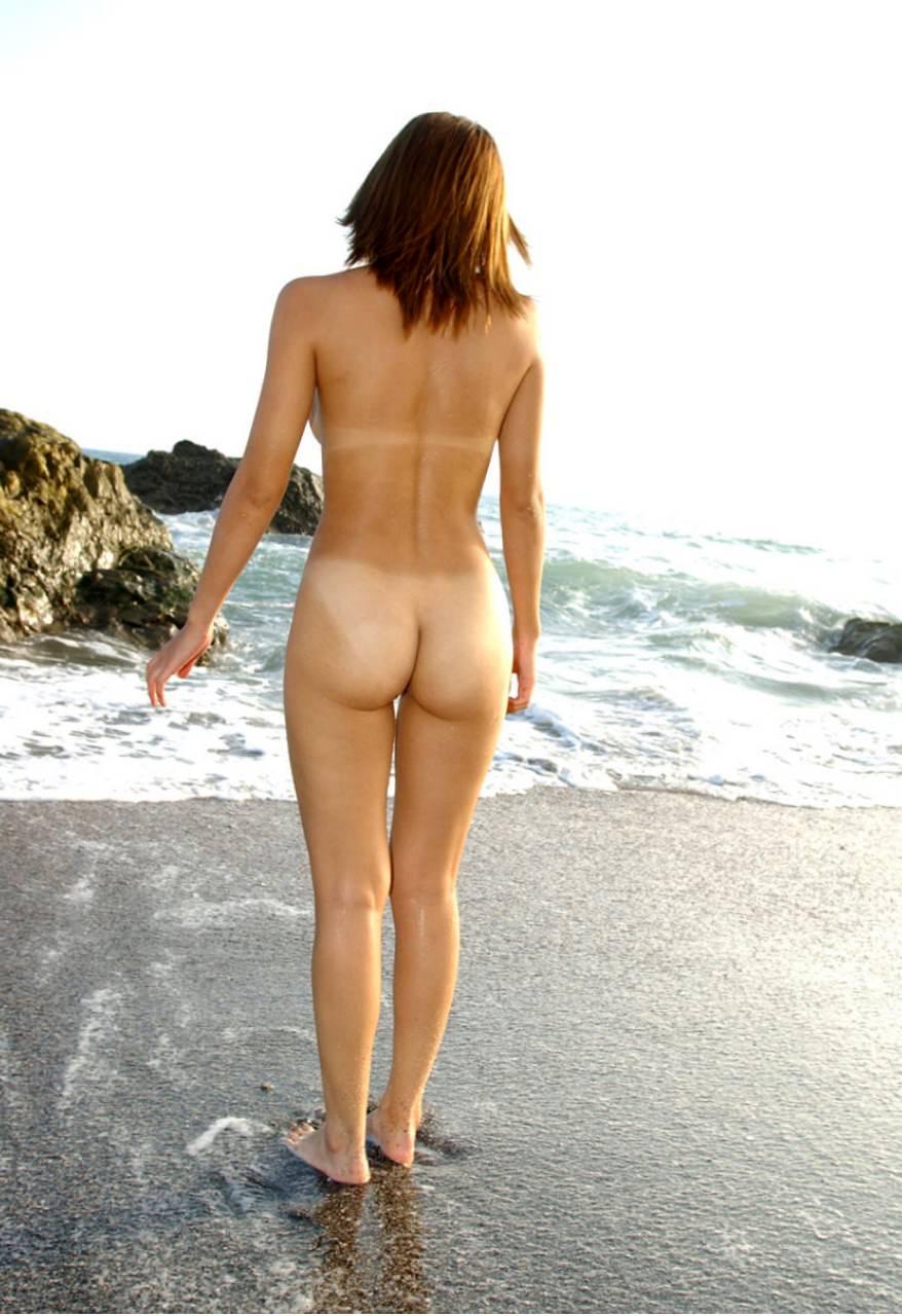 当然海で遊ぶときは全裸でしょwwwド変態すっぽんぽん女の露出素人エロ画像 1519