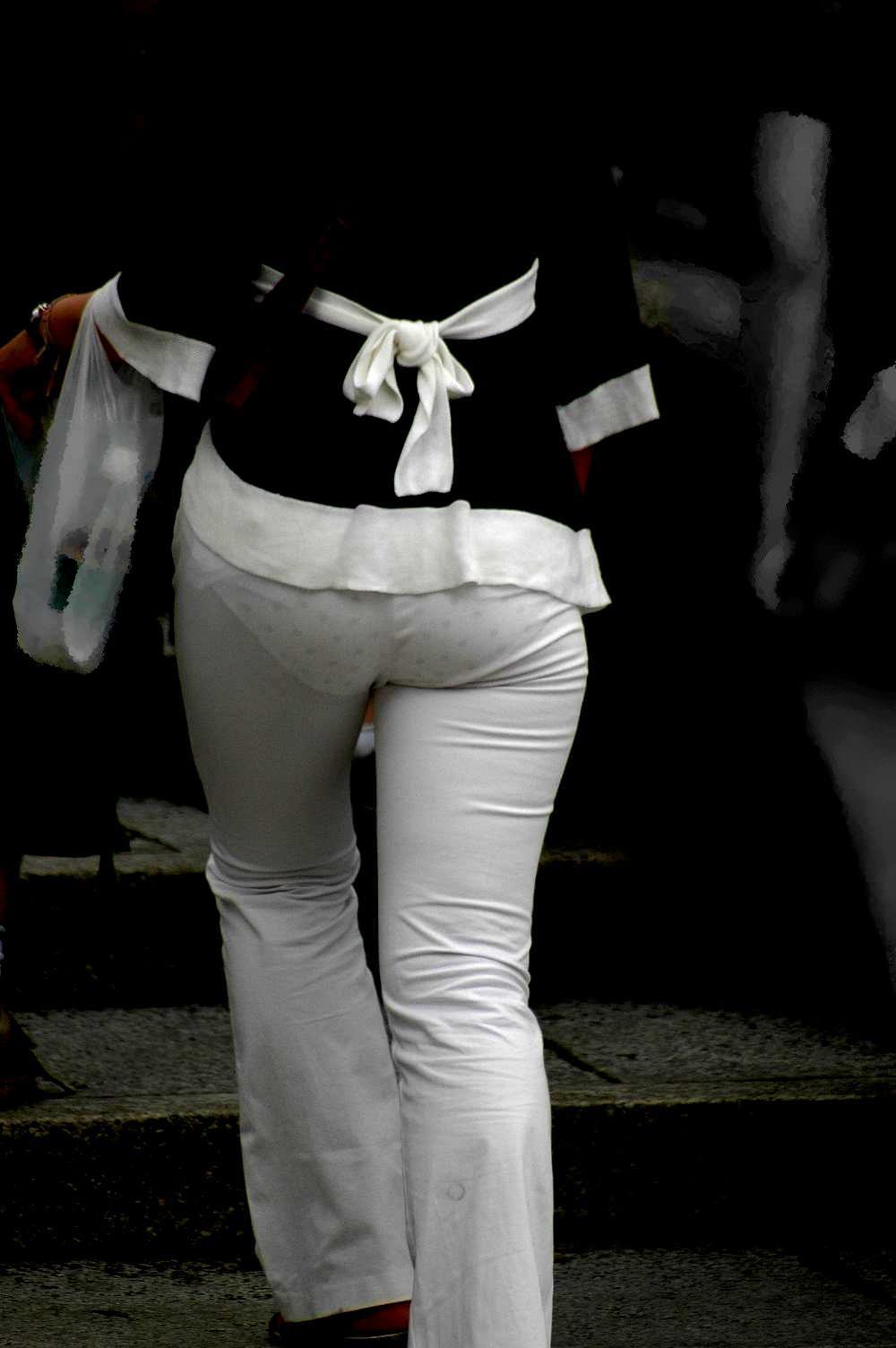 素人のエッチなお尻とパンツが透けてるwwww街撮りエロ画像 1545
