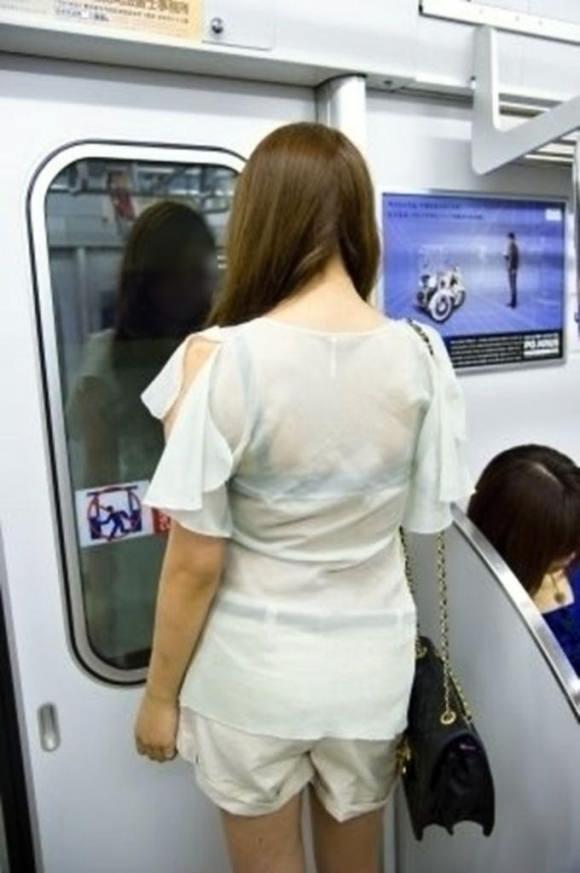 見せパン見せブラかな!?透けすぎだろwwww女子の素人街撮り画像wwwww 1612 1