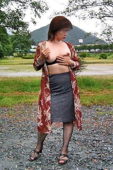 セックスし過ぎで飽きちゃった熟女www性的興奮を野外に求める人妻たちの露出素人エロ画像 1734