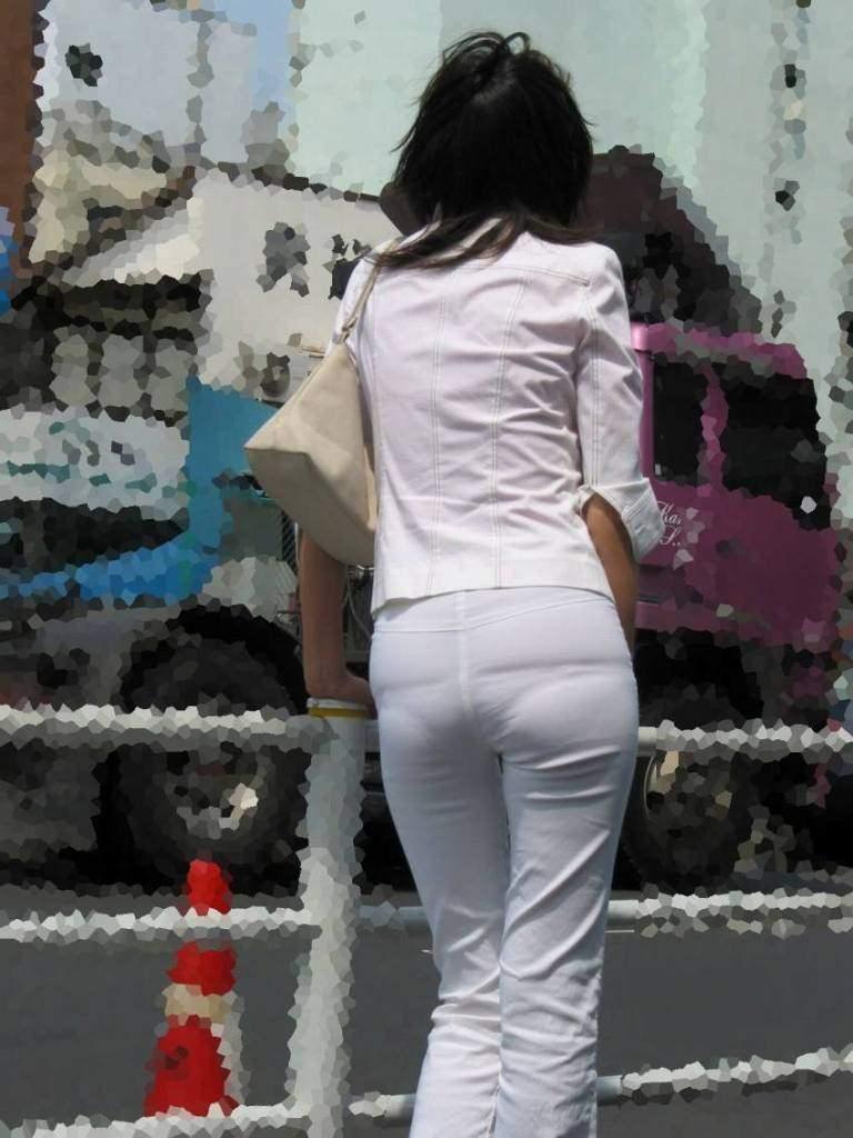総務で働くOLお姉さん達のパンティーラインを捉えた街撮り素人エロ画像 19