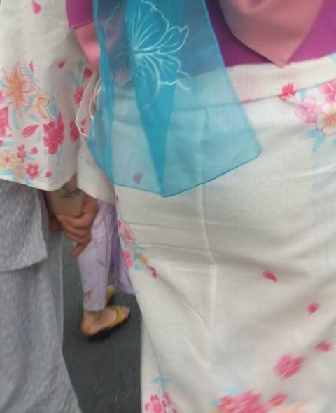夏祭りに浴衣で来てる素人女子のお尻が清楚で可愛い過ぎるwwwww街撮りエロ画像 1959