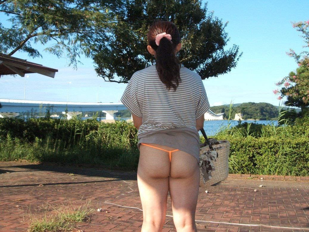 セックスし過ぎで飽きちゃった熟女www性的興奮を野外に求める人妻たちの露出素人エロ画像 2022
