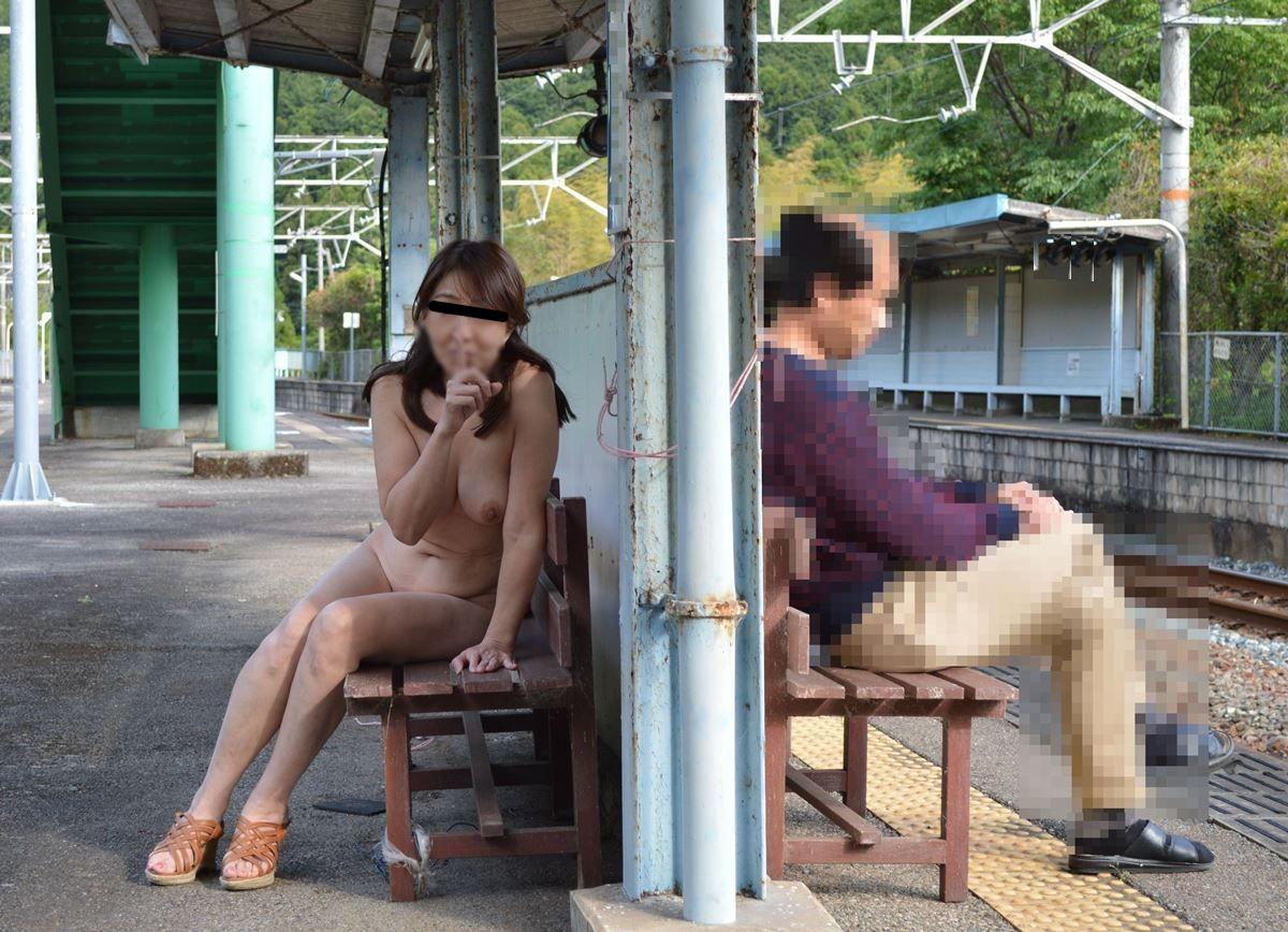 度胸あり過ぎwwww大胆にも公共の場所で全裸になるドスケベ素人女wwwwエロ画像 2154