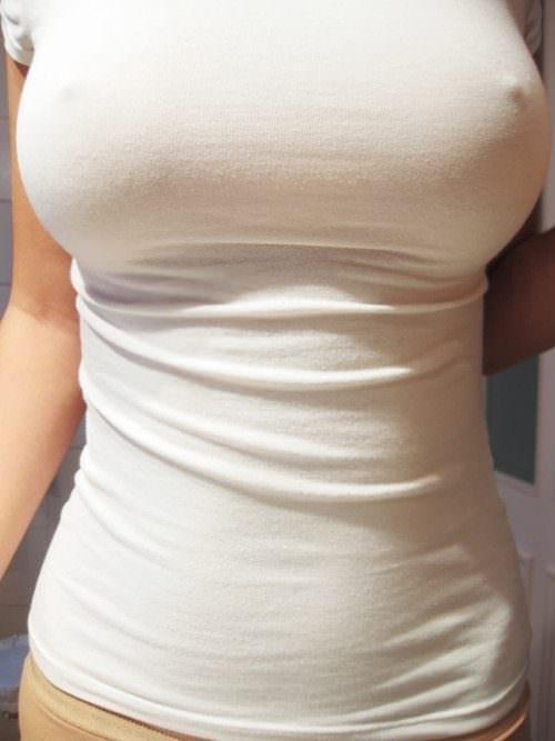 透け乳首させて興奮してる淫乱素人女性のエロ画像 2193