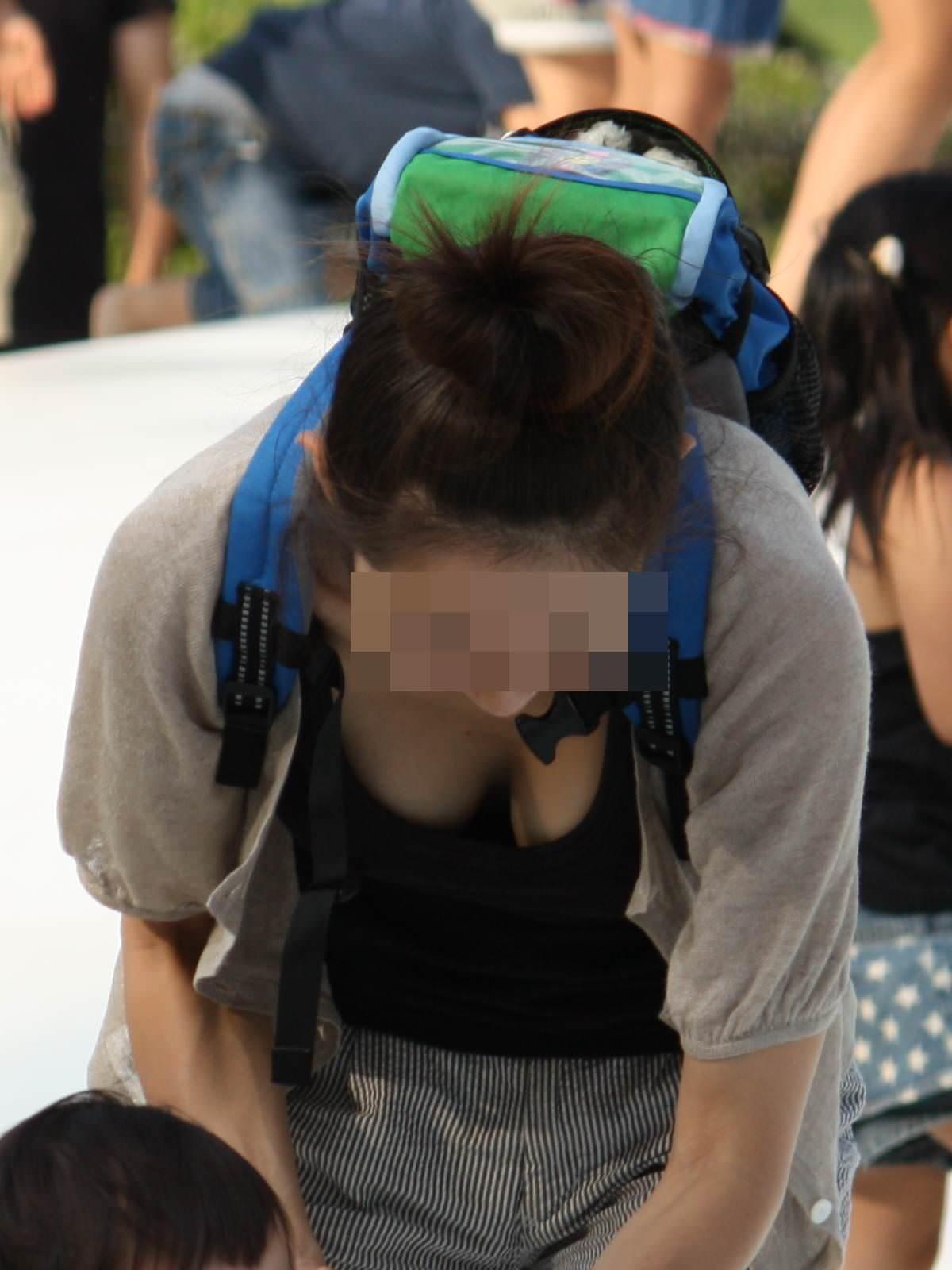 子供産んで巨乳になった素人妻wwwww街撮り胸チラおっぱいいっぱいエロ画像 2213