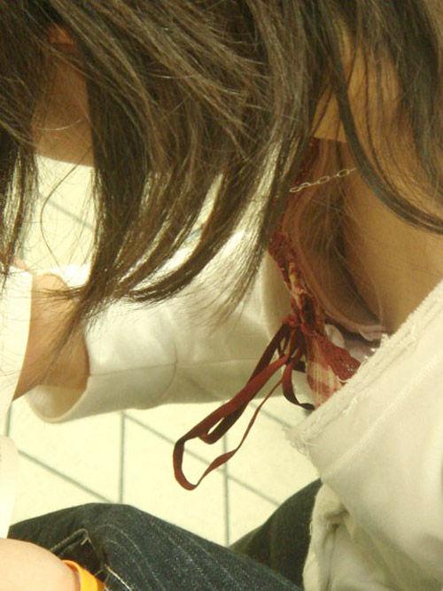 大学の素人の女友達の乳首がポロリしてた時の胸チラの興奮はヤバすぎwwwwwwエロ画像 2244