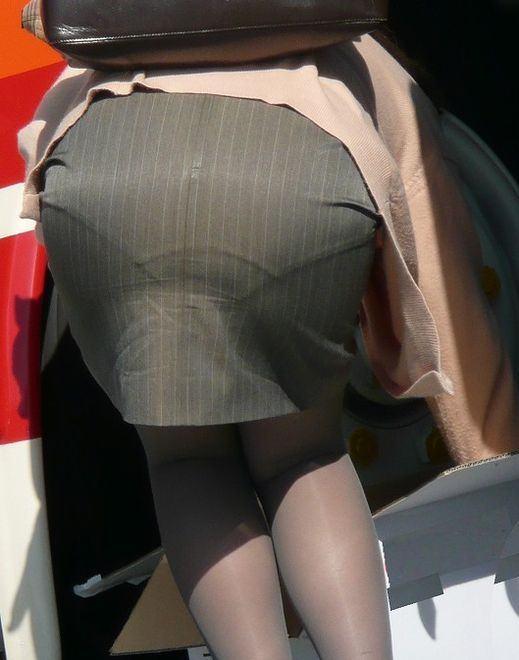総務で働くOLお姉さん達のパンティーラインを捉えた街撮り素人エロ画像 23