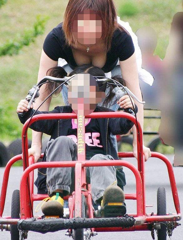 子供産んで巨乳になった素人妻wwwww街撮り胸チラおっぱいいっぱいエロ画像 2311
