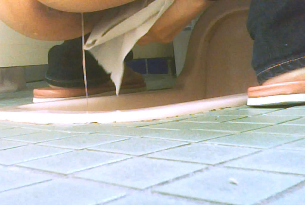 ジャージャー放尿する女のお嬢様聖水が黄色過ぎるwwwwエロ画像 2326