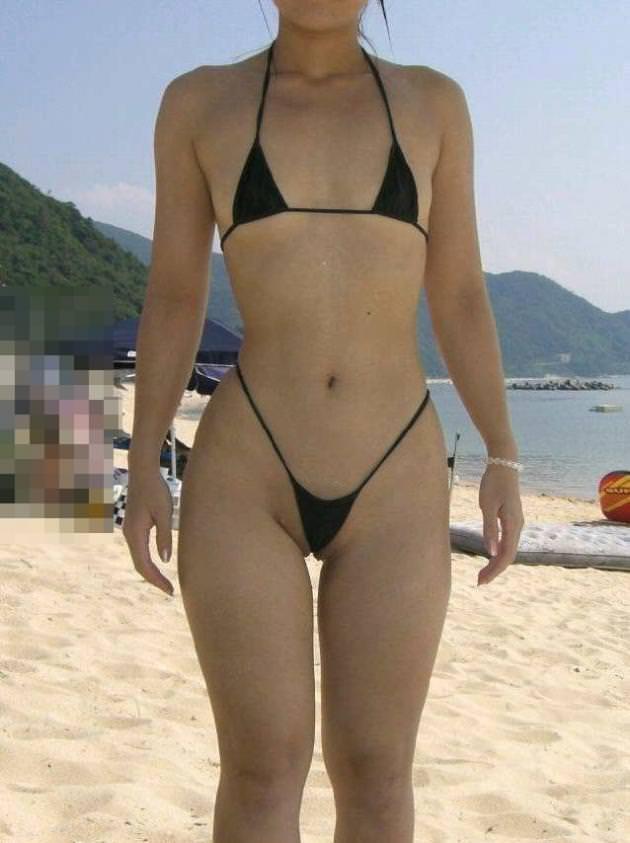 露出度ぱないドスケベなビキニで海水浴を楽しむ淫乱素人ギャルwwwwのエロ画像 2440
