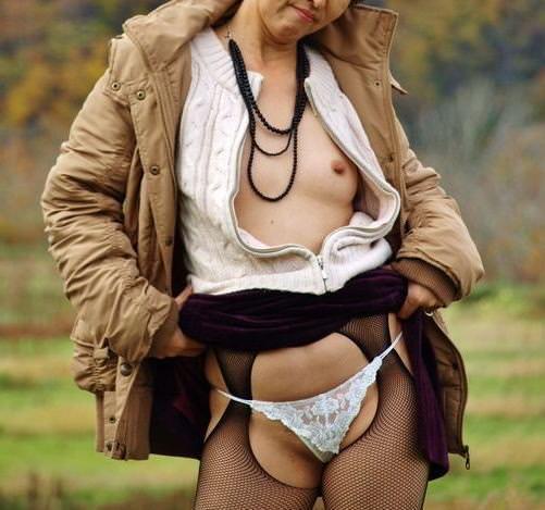 セックスし過ぎで飽きちゃった熟女www性的興奮を野外に求める人妻たちの露出素人エロ画像 2613