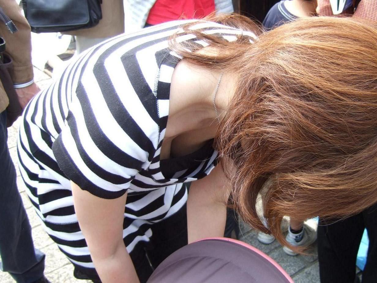 子供産んで巨乳になった素人妻wwwww街撮り胸チラおっぱいいっぱいエロ画像 267