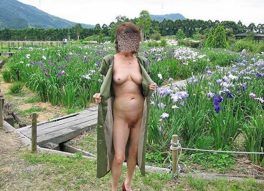セックスし過ぎで飽きちゃった熟女www性的興奮を野外に求める人妻たちの露出素人エロ画像 2712