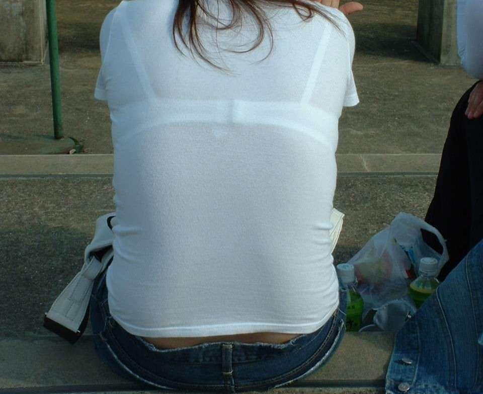 透けブラの季節の街撮りはサイコーーー!勃起不可避でやり場に困るwwww素人エロ画像 273