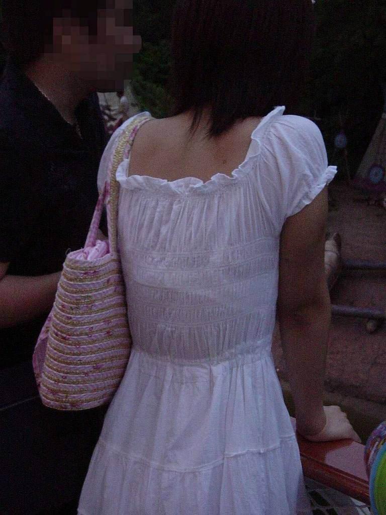 透けブラの季節の街撮りはサイコーーー!勃起不可避でやり場に困るwwww素人エロ画像 312