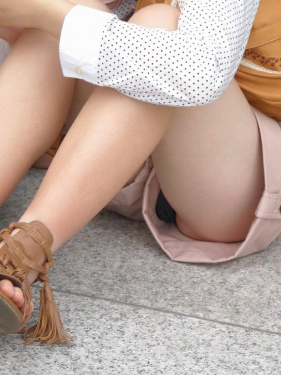 すべすべした太ももが露出するホットパンツ女子の街撮り素人エロ画像 3126