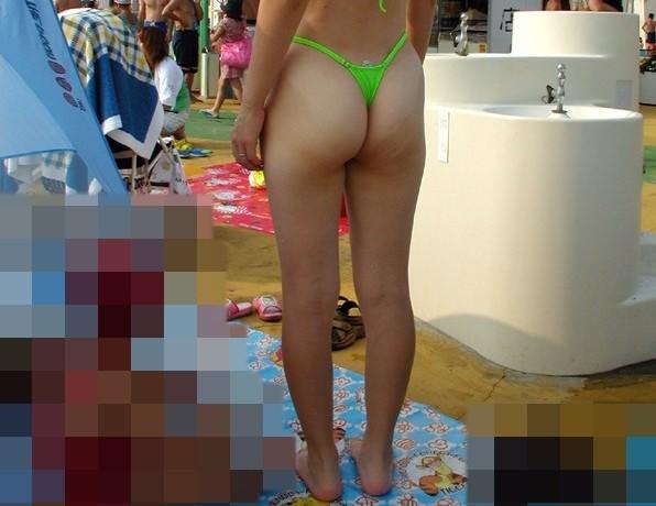 露出度ぱないドスケベなビキニで海水浴を楽しむ淫乱素人ギャルwwwwのエロ画像 480