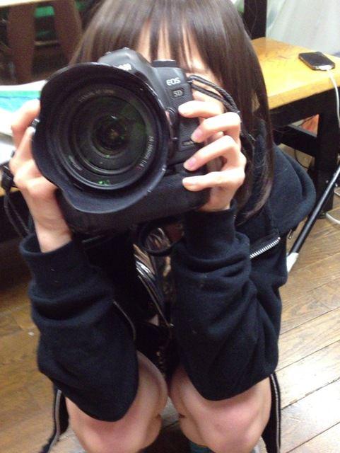 写真撮影に夢中で自分のパンチラに気がつかないwwwww素人エロ画像 516