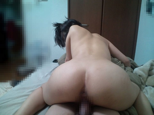 マンネリ化したセックスを彼氏にハメ撮りされる彼女の素人エロ画像 583