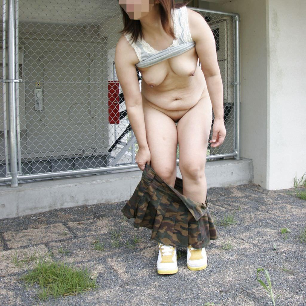 セックスし過ぎで飽きちゃった熟女www性的興奮を野外に求める人妻たちの露出素人エロ画像 634