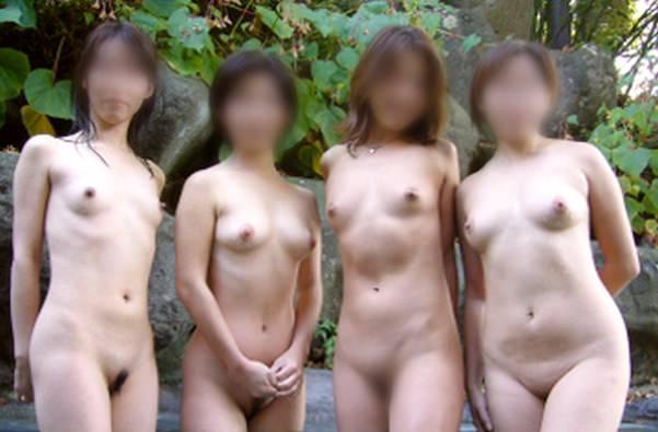 素人の女の子が友達と露天風呂で記念撮影したエロ画像 669