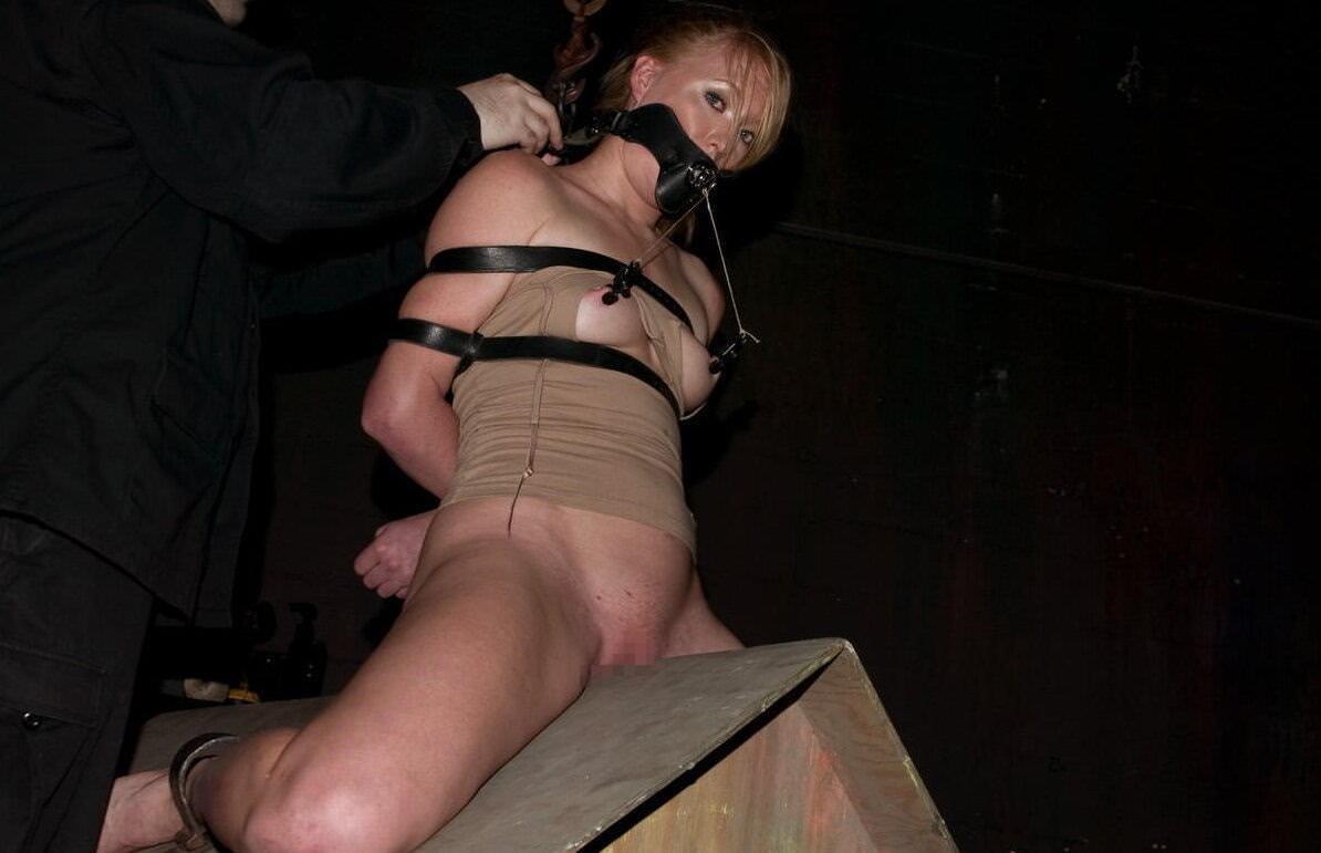 三角木馬で調教されてる美女がガチ絶叫wwwwの拷問SMエロ画像 677
