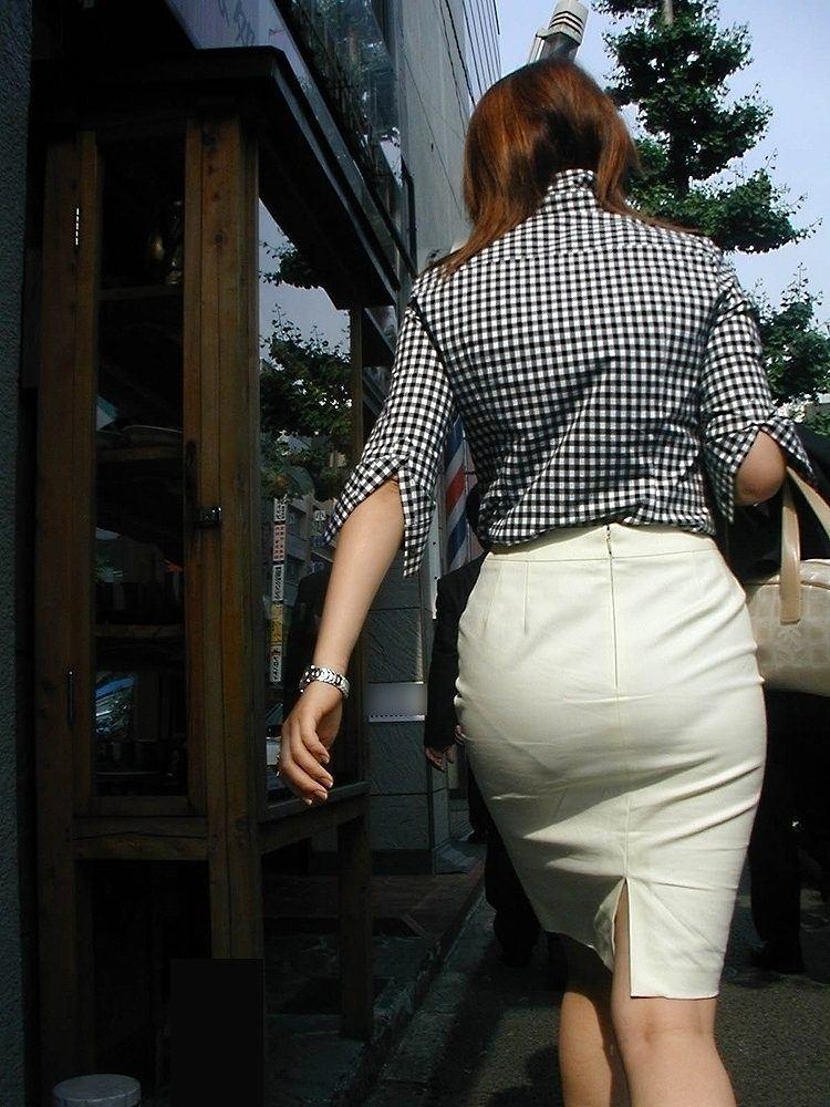 総務で働くOLお姉さん達のパンティーラインを捉えた街撮り素人エロ画像 7