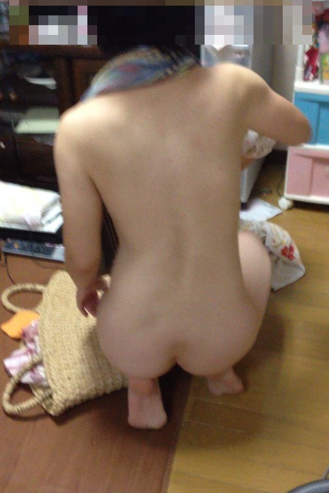 ラブホでバスタオル姿の彼女を写メって流出させた素人エロ画像 73