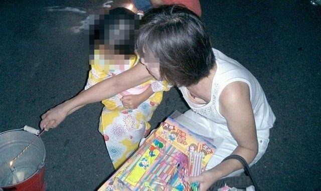 子供産んで巨乳になった素人妻wwwww街撮り胸チラおっぱいいっぱいエロ画像 817