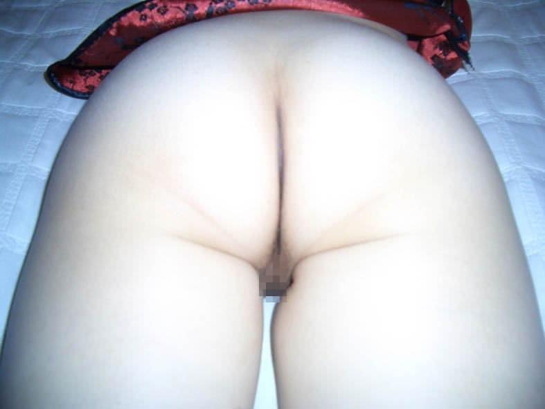 全裸でうつ伏せになった彼女の素人まんこを丸見え状態で激写wwwwwエロ画像 847