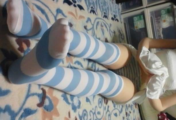 縞模様のニーソに太ももの組み合わせがめちゃシコーーーな素人娘!!のエロ画像 910