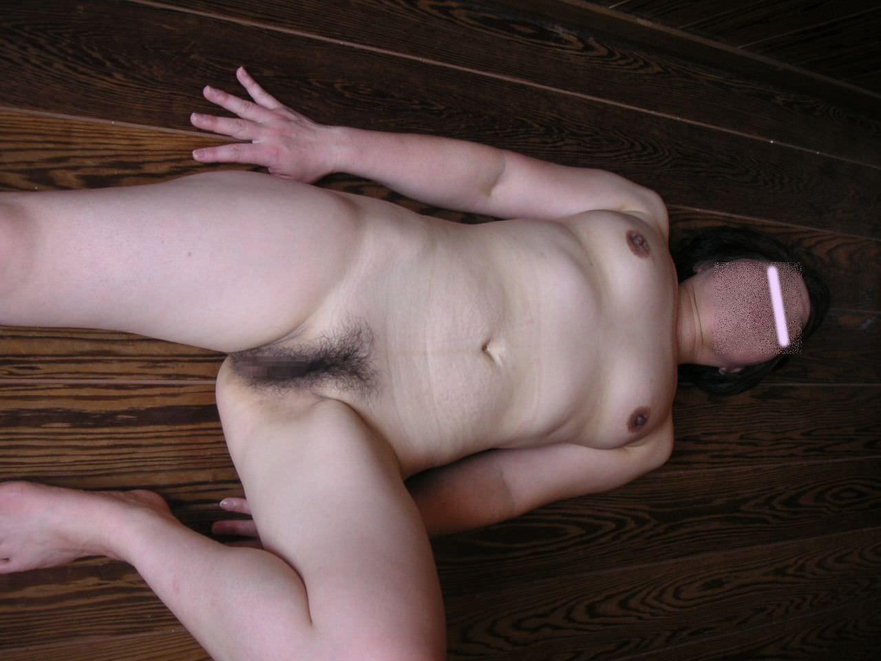 むっちり張り裂けそうな熟女のおっぱいボディがヤバ過ぎる素人妻エロ画像 95