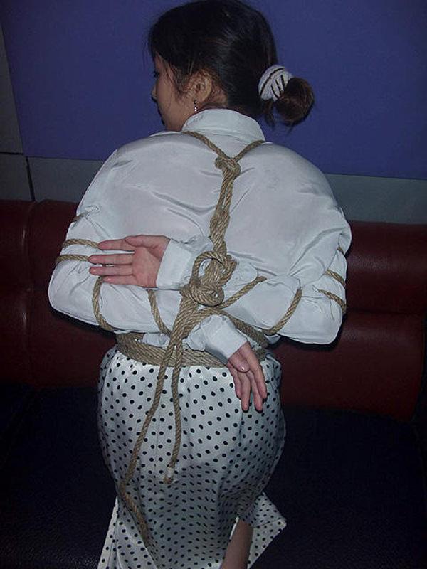 素人の嫁が浮気相手に緊縛されててワロタwwwwwエロ画像 966