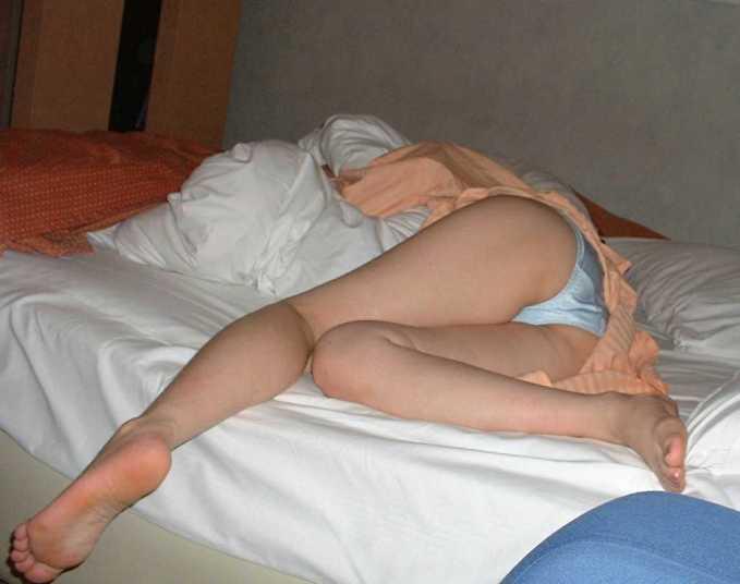 旦那に寝姿イタズラされて家庭内隠し撮りされた人妻がクソエロいwwwww素人エロ画像 972