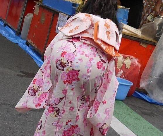 夏祭りに浴衣で来てる素人女子のお尻が清楚で可愛い過ぎるwwwww街撮りエロ画像 973