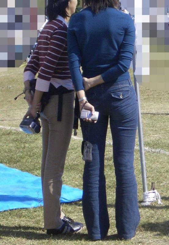 熟女のジーパン履いてる画像で抜くのが好きなやつwwwwwwwwww 1115 1