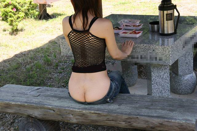 食欲と性欲が共存する食事中の露出素人エロ画像 1141