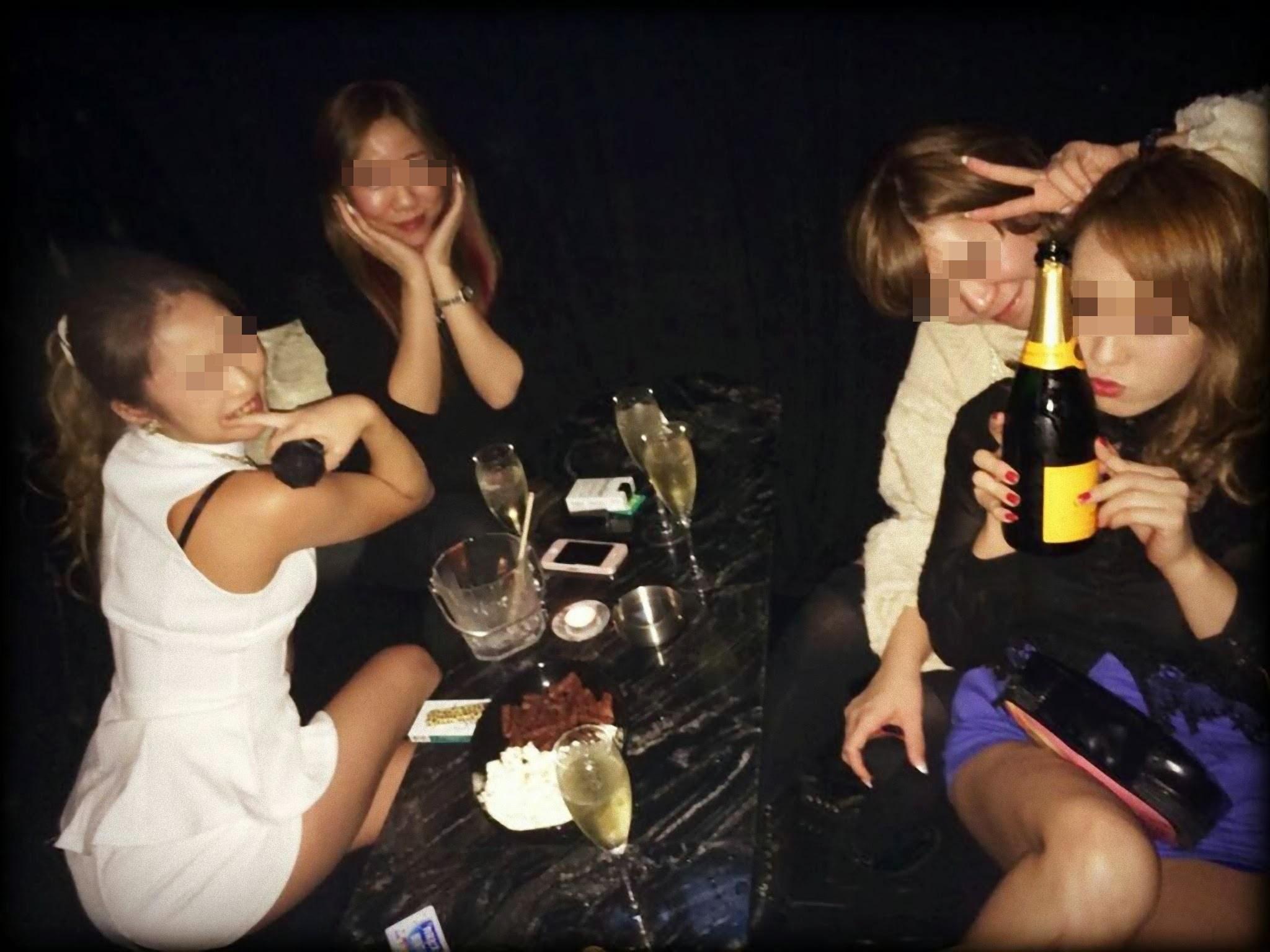 素人女子がプライベートで友達と悪ノリした時のおふざけエロ画像 1233