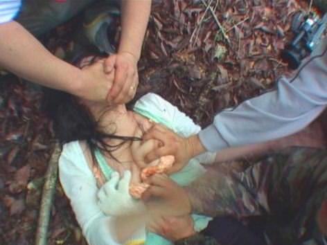 眼や口をガムテープや布で拘束されてるソフトSMエロ画像 166