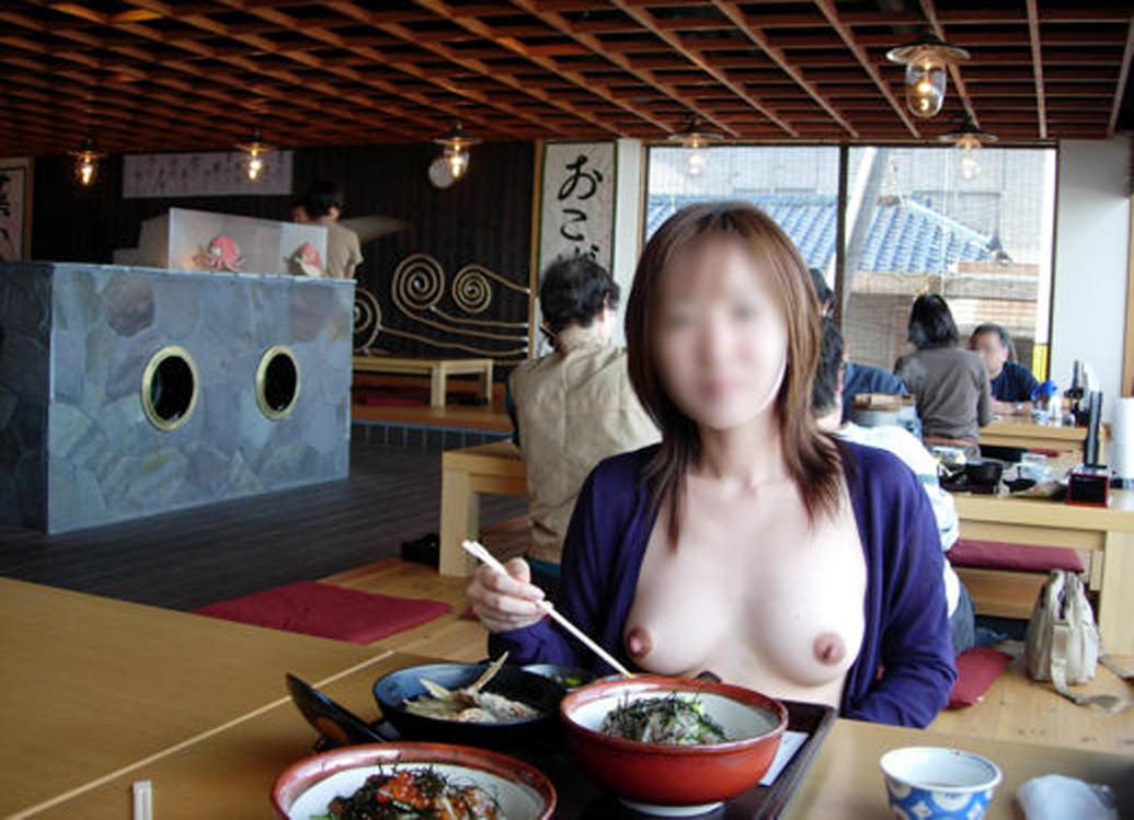 食欲と性欲が共存する食事中の露出素人エロ画像 2521